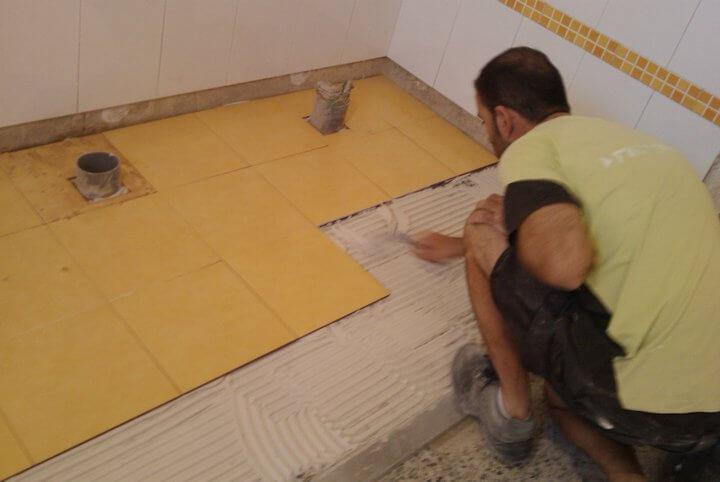 Tipos de cemento cola m s utilizados en obras y reformas - Como poner baldosas en el suelo ...