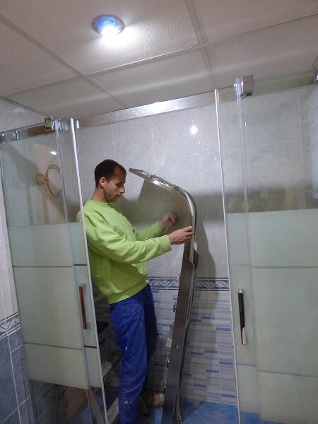 Instalacion De Una Regadera De Baño:Columna de Ducha instalada en reforma de Baño realizada en Mislata