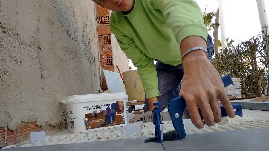 Como se coloca el azulejo rectificado