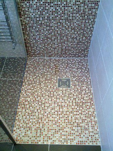 Baños Duchas Gresite:Detalle del suelo de una ducha de obra realizada con gresite