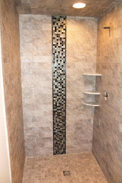 Baño Pequeno E Irregular:Porcelain Tile Bathroom Shower
