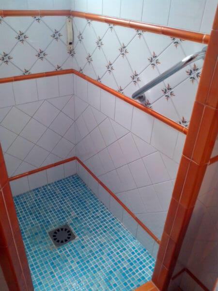 gresite azul ducha obra piscina