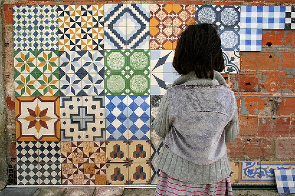 Azulejos y suelos hidr ulicos de imitaci n la gu a completa - Papel pintado para azulejos ...