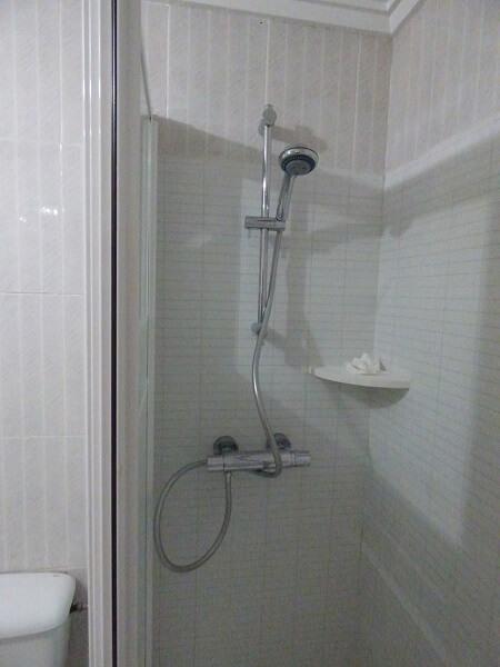 Griferia Para Baño Ducha:Barra de Ducha con teleducha instalada en Cambio de Bañera por Ducha