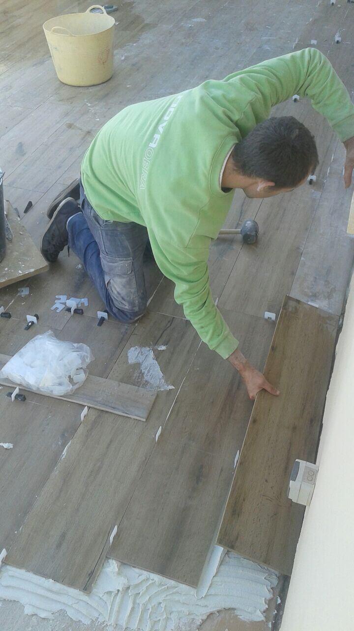 Cer mica imitaci n efecto madera nuevos suelos para obras - Ceramica imitacion madera exterior ...