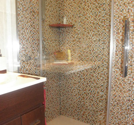 Comprar ofertas platos de ducha muebles sofas spain for Baldosas vinilicas pared