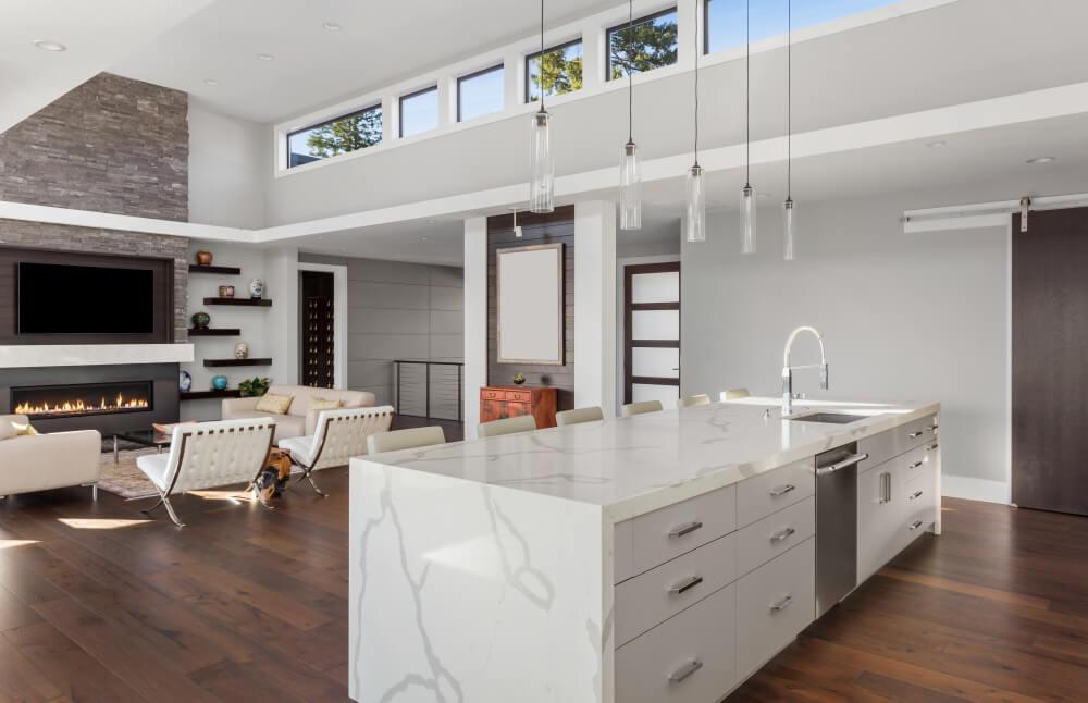 La estética y la funcionalidad de las cocinas americanas con barra y abiertas al salón