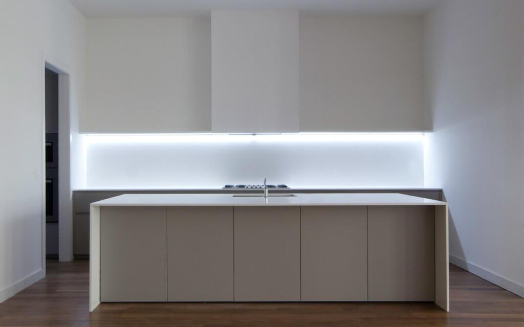 C mo iluminar una cocina claves para acertar con la iluminaci n - Led para cocina ...