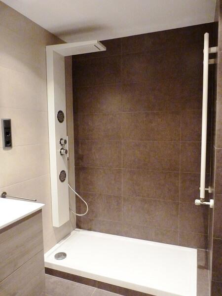 Columnas de ducha tipos caracter sticas y precios - Instalar una mampara de ducha ...