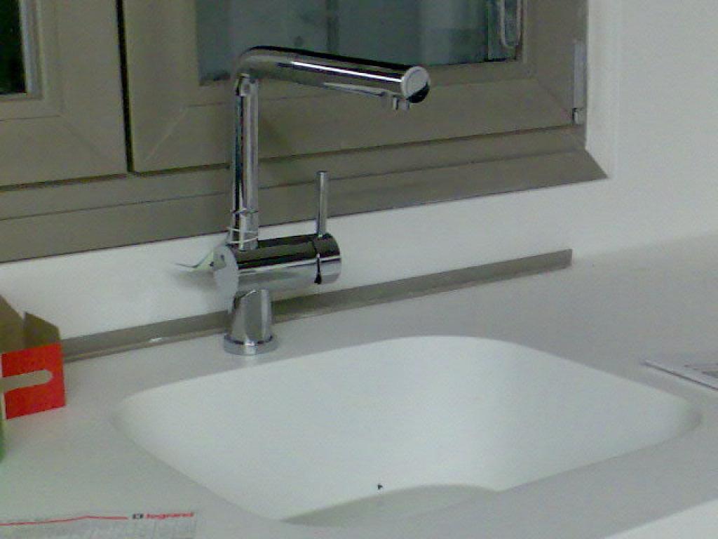 Grifo abatible la soluci n perfecta para fregaderos bajo - Grifos de cocina con osmosis ...