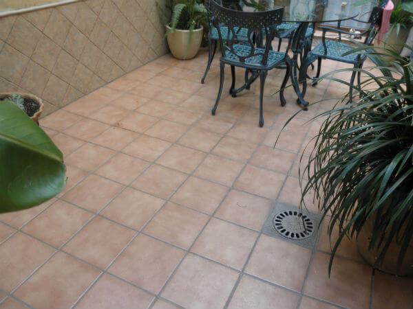 Los 4 principales pavimentos cer micos para exteriores for Suelos de ceramica para terrazas