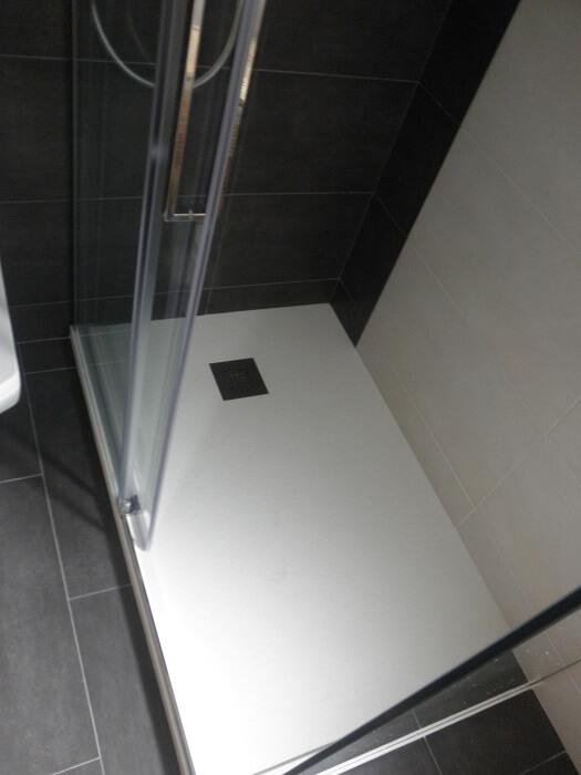 Platos de ducha de carga mineral 9 ventajas por que ponerlos - Platos de ducha con mampara ...