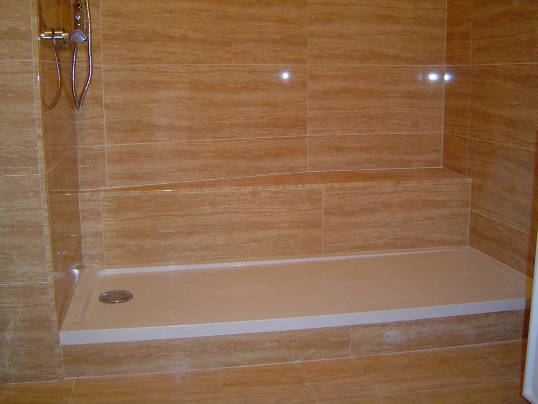 Platos de ducha 5 tipos de suelos para duchas for Tipos de mamparas para platos de ducha