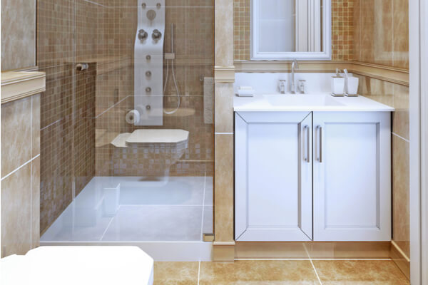 Plato de ducha en baños pequeños.