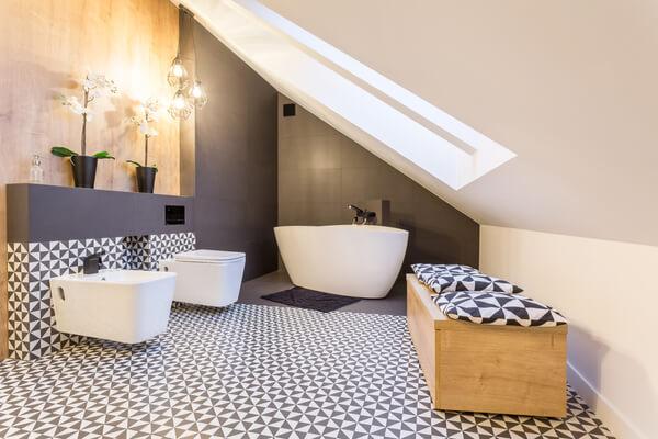 Cuarto de baño contemporáneo con bidet.