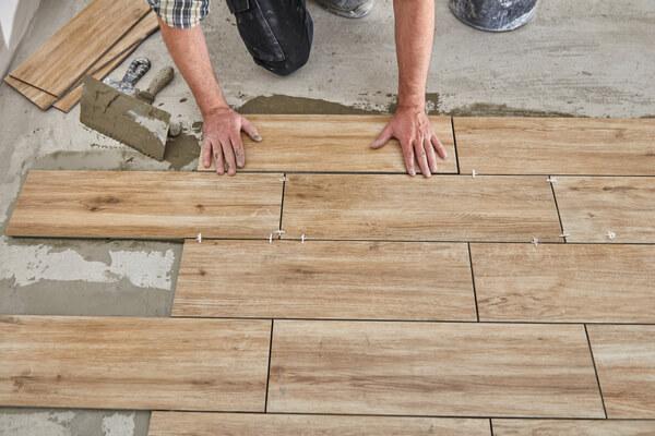 Gres imitación madera alicatado