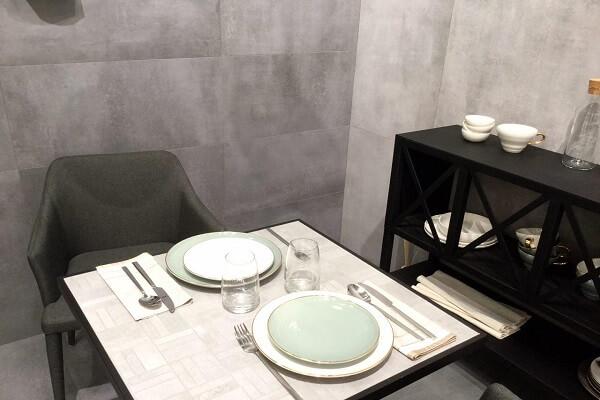 Mesa pequeña porcelánico