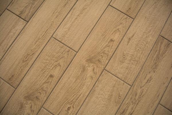 Suelos imitaci n madera por qu elegir el porcelanico de madera para tu reforma - Suelo imitacion parquet ...